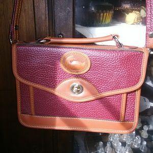 Vintage Dooney and Bourke crossbody purse